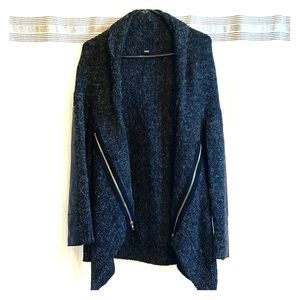 Cardigan sweater cool details